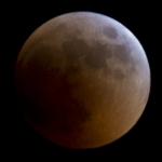 Wolkenlos und Vollmond: Totale Mondfinsternis in Ägypten fotografiert