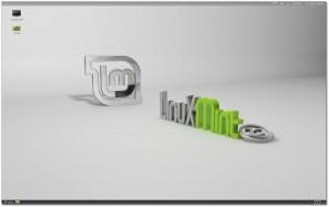 Linux Mint 12 Desktop