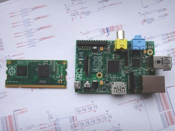 Compute Module links und Raspberry Pi rechts