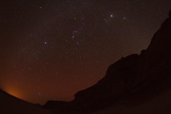 Sternenhimmel in der Wüste mit Orion gut sichtbar