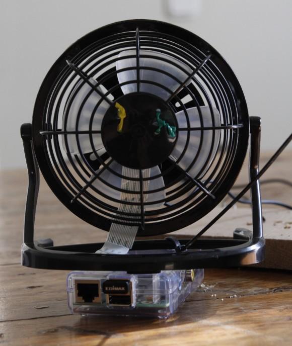 Raspberry Pi am Ventilatir festgemacht