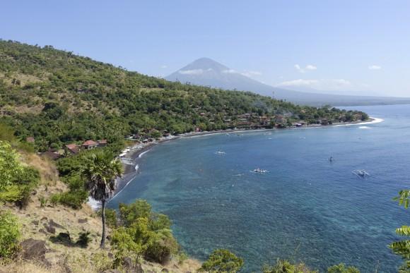 Amed mit Blick auf den Vulkan Agung