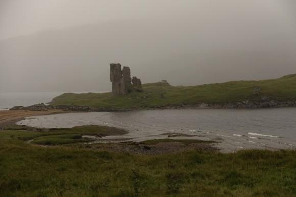 Ardvreck Castle an einem regnerischen Tag