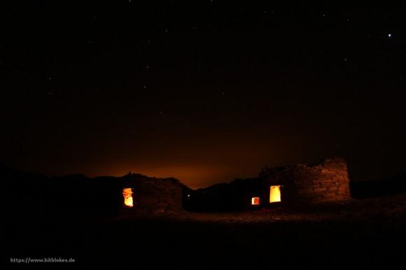 Nawamis bei Dunkelheit mit Kerzenlicht