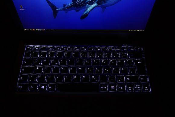 InfintiyBook mit Tastaturbeleuchtung