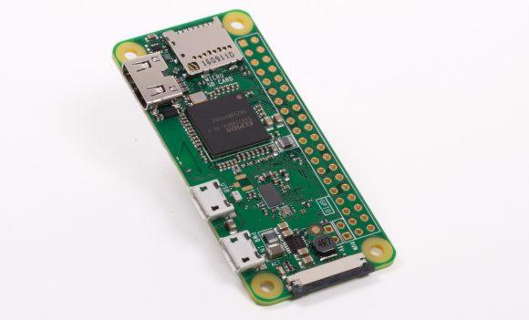 Der sehr stromsparende Raspberry Pi Zero W lässt sich auch eine Weile mit einer Powerbank betreiben!(Quelle: raspberrypi.org)