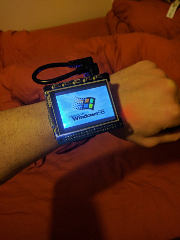 Raspberry Pi als Armbanduhr - mit Windows 98 (Quelle: 314reactor.com)