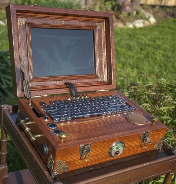 Steampunk Notebook mit Raspberry Pi (Quelle: instructables.com)