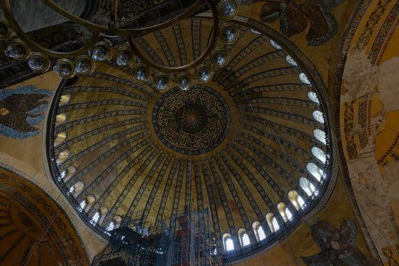 Hagia Sofia: Kuppel - Scheitel ist 55 Meter hoch und die Spannweite 32 Meter