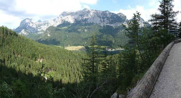 Während des Aufstiegs zur Blaueishütte und zum Blaueisgletscher gibt es immer wieder tolle Aussicht - hier auf den Hintersee