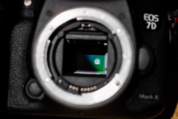 Schaden am Sensor einer Canon EOS 7D (Quelle: lensrentals.com) - ich habe die gleiche Kamera