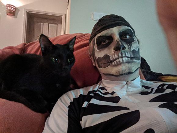 Meine Katze und ich an Halloween