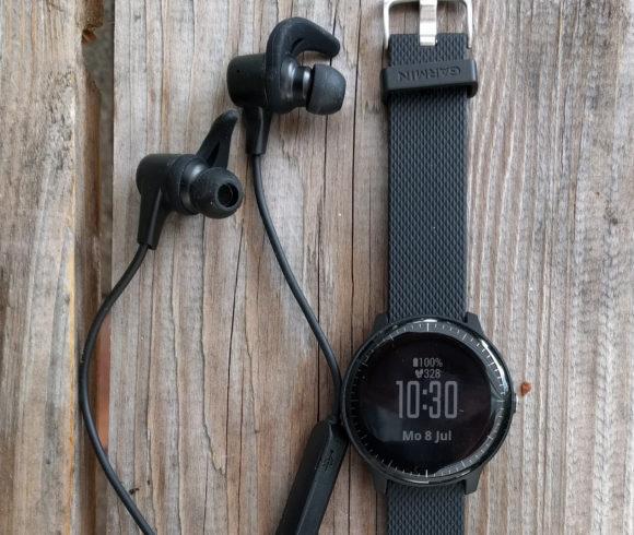 Garmin vívoactive 3 Music und AUKEY Bluetooth-Kopfhörer