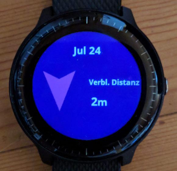 Die Smartwatch gibt die Richtung an