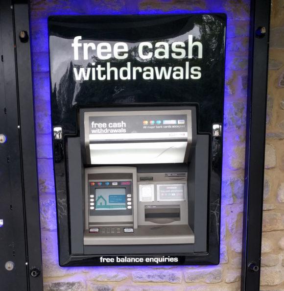 Geldautomat verlangt keine Gebühren für das Abheben, aber der Wechselkurs ist unverschämt