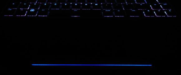 Nun ist die Lichtleiste beim Tuxedo Fusion 15 blau (0,0,36)